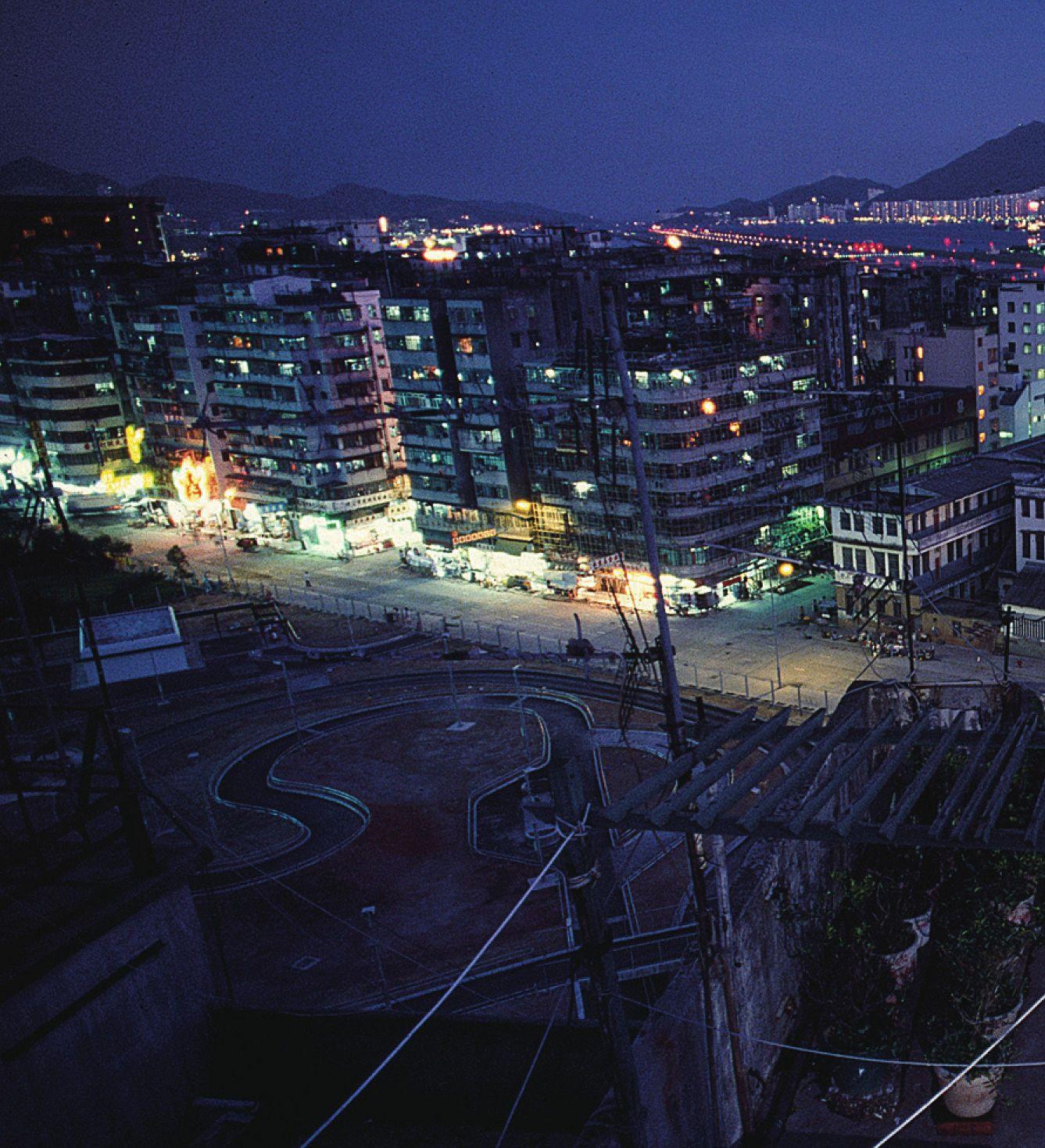 ◤博客來BOOKS◢ 暢銷書榜《推薦》黑暗之城:九龍城寨的日與夜