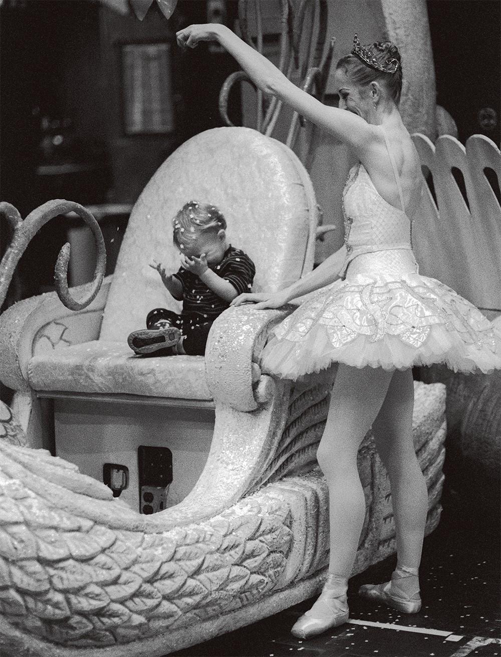 母親與芭蕾舞者對大多數人而言都是難以融合的衝突角色,在鏡頭下會展現出怎樣的張力?