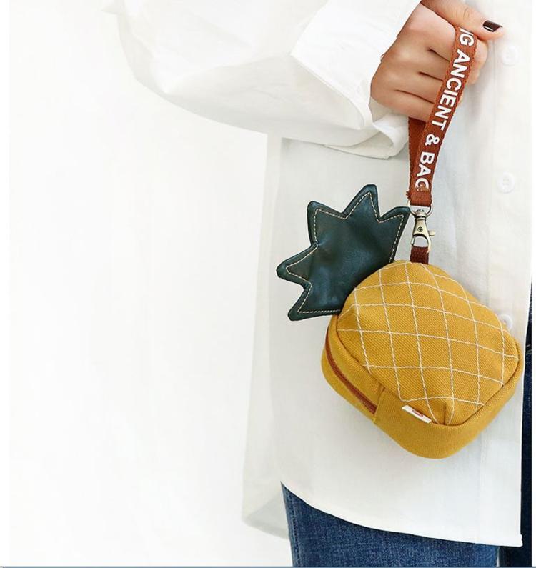 立體零錢包、化妝包、多功能包、鳳梨‧財運旺旺來(正黃)