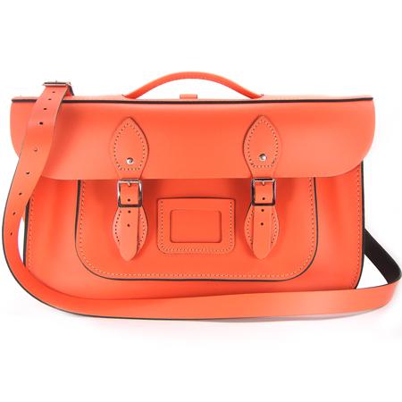 【The Leather Satchel Co.】15吋 英國手工牛皮劍橋包 手提包 肩背包 後背包多功能三用包 精湛工藝 新款磁釦設計方便開啟(珊瑚紅)